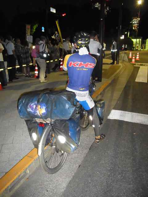 すごく使い込んだバッグと自転車.jpg