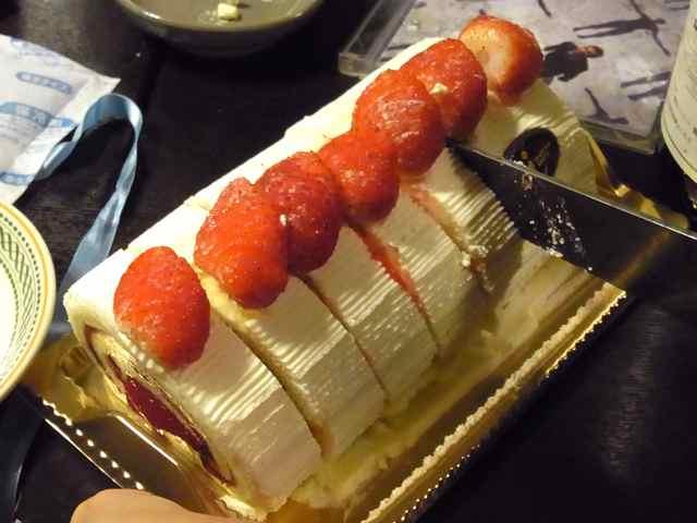 イチゴのロールケーキ.jpg