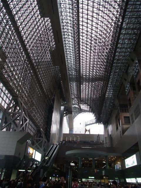 京都駅の変わりように驚く。.jpg