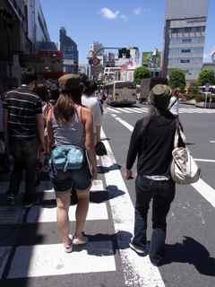 女将吉祥寺を行く.jpg