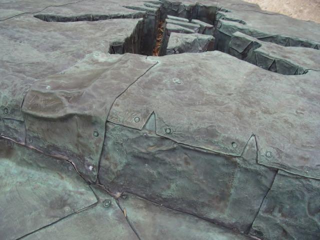岩かと思ったら、銅板。.jpg
