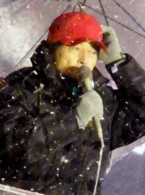 帽子すら飛びそうな吹雪.jpg