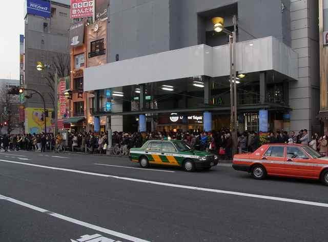 新宿アルタ前3.jpg