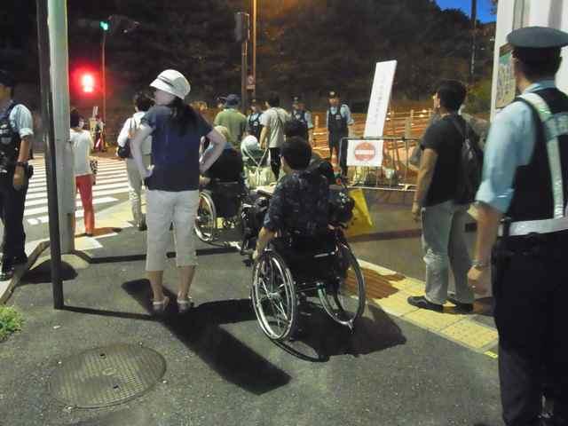車椅子の方々.jpg