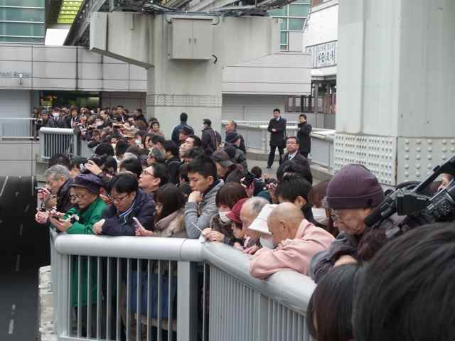 1月25日細川もりひろさん@立川駅南口4.jpg